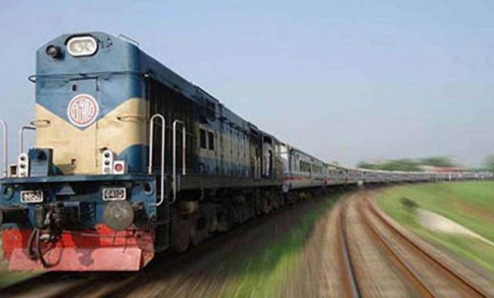 ট্রেনে-যুবকের-লাশ-The body of the young man on the moving train in Mymensingh