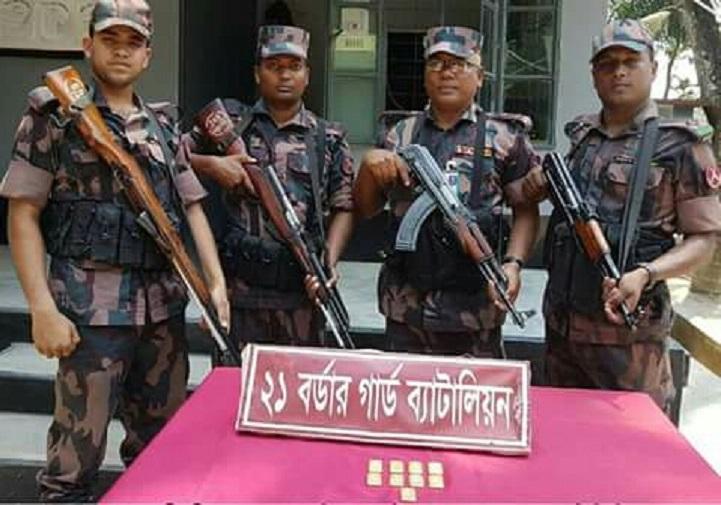 সীমান্তে-স্বর্ণেরবার-জব্দ-9 gold bars seized at Benapole border