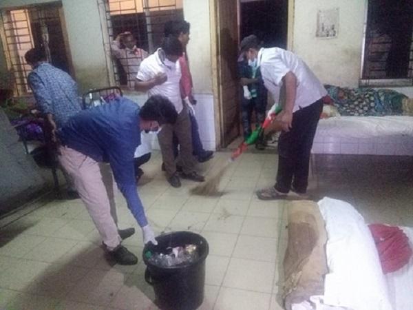 লক্ষ্মীপুর সদর হাসপাতাল পরিষ্কার করলেন টিপু