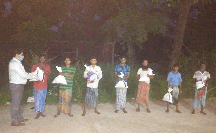 এমপির ত্রাণসামগ্রী নিয়ে ১১তম দিনও 'দুইশত' কর্মহীনদের পাশে বায়েজিদ ভূঁইয়া