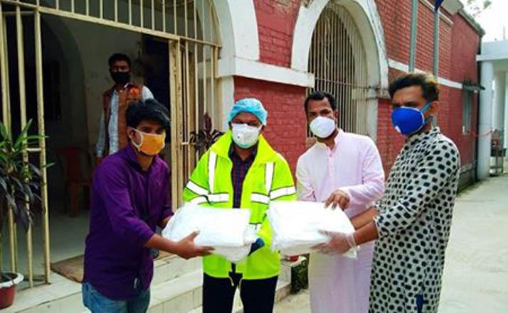 ময়মনসিংহ জেলা পুলিশকে যুবলীগ নেতা পাঠানের সুরক্ষা সামগ্রী প্রদান