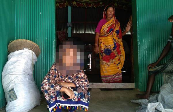 প্রেমিকের পরামর্শে স্বামীকে তালাক, এবার বিয়ের দাবিতে অবস্থান