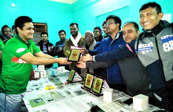 আটোয়ারীতে অফিসার্স ক্লাবের ব্যাডমিন্টন টুর্ণামেন্ট চুড়ান্ত খেলা অনুষ্ঠিত