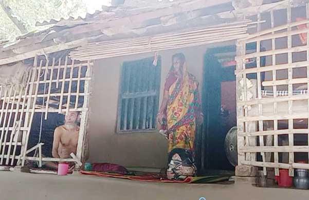 পঙ্গু স্বামী নিয়ে চোখের জলে সংসার চলে আজগার-সুফিয়ার